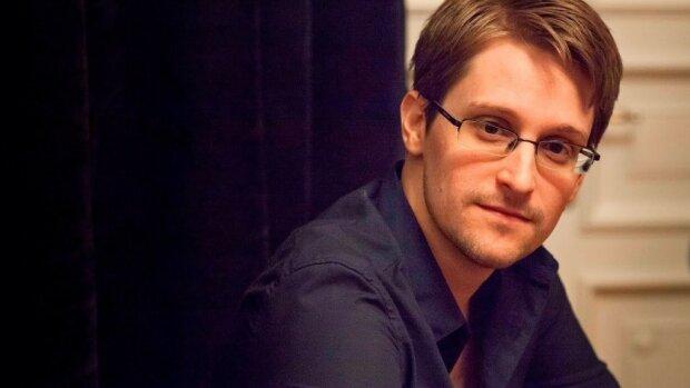 Все смотрят порно, пришельцы не прилетали, а за президентом следят: Эдвард Сноуден написал мемуары