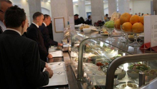 Корейка, семга и кальмары: чем кормят депутатов в Верховной Раде