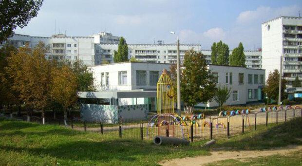 Незнакомый мужчина угостил чипсами: в Харькове при странных обстоятельствах пропал ребенок
