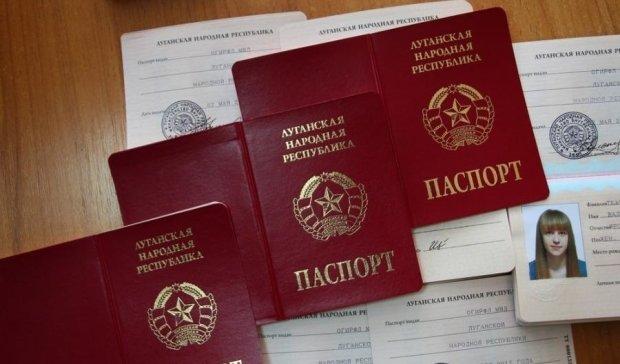"""Визнання паспортів """"ЛДНР"""" породило панічні чутки"""