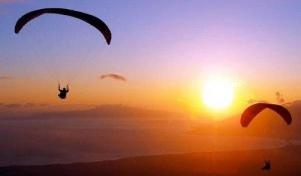 Скайдайвер втратив парашут під час стрибка