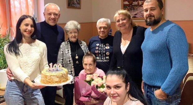 Черновчанке исполнилось 100 лет, фото: Facebook Роман Кличук