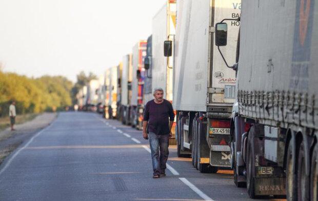 черга вантажівок, фото: РБК-Україна