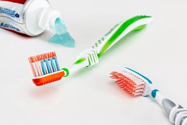 Зворотний ефект: протимікробний засіб в зубних пастах посилює небезпечні бактерії