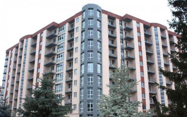 Треба ж десь жити: депутат купив собі 63 квартири