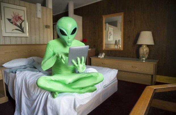 Прибульці з Нібіру терміново летять на Землю: планету Х поглинула Чорна діра, людство готується до найгіршого