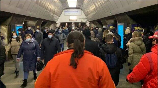 """""""Красных"""" киевлян предупредили о новых правилах в метро: как будем ездить"""
