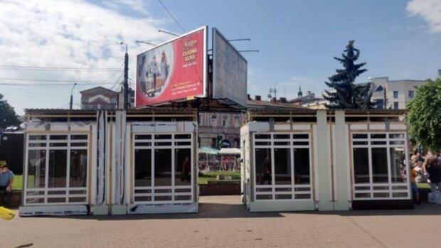 Франківчани змусили Марцінківа прибрати каву та цигарки з центру міста