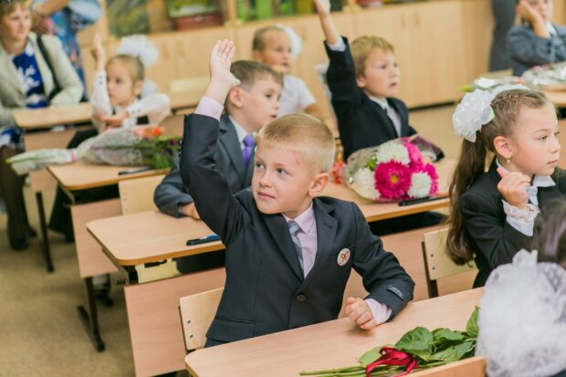 Привітання у віршах з 1 вересня: для дітей, старшокласників та вчителів