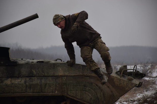 """Раненый боец после контузии таинственно исчез: """"украинцы застыли в молитве"""""""