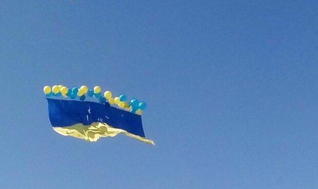 Флаг Украины в небе над Донецком, фото из соцсетей