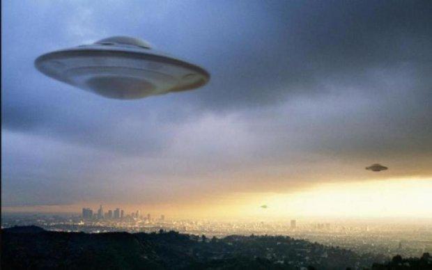 Гигантский огненный НЛО напугал весь мир: видео