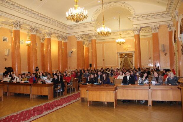 Зарплаты для слуг народа: в Одессе решили деликатный вопрос