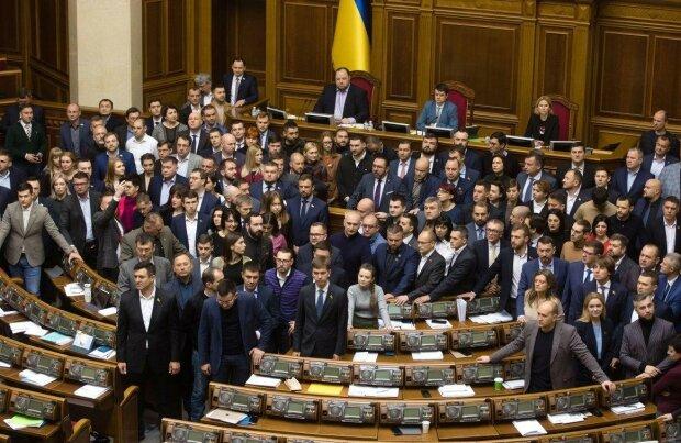 """""""Слуги народу"""" заявив про війну з Росією через мовний закон"""