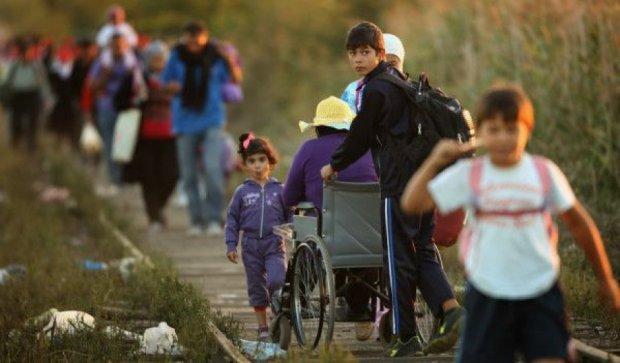 Тисяча мігрантів прорвались крізь угорську поліцію на кордоні
