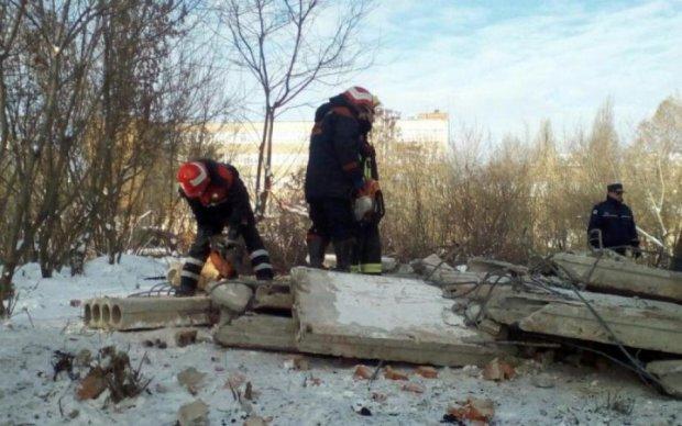 Українця заживо поховало під завалами на виробництві: відео