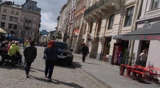 """Центр Львова усіяний мертвими тілами, городяни нажахані: """"Вже не вперше"""""""