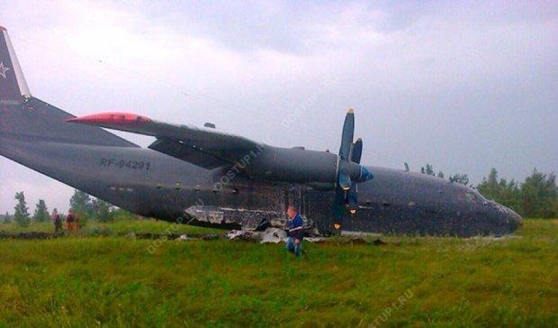В России из-за молнии военный самолет рыл носом землю (фото)