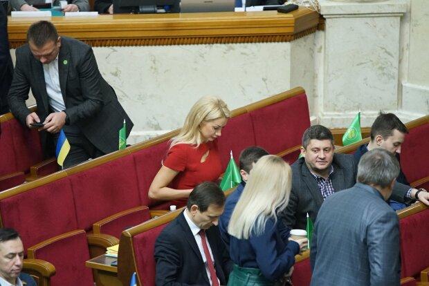 "Аллахвердиева со ""Слуги народа"", фото facebook ""Слуга народа"""