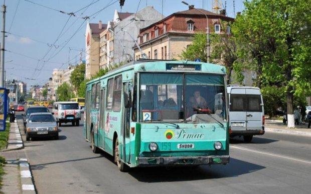 Неадекват обстріляв тролейбус переповнений пасажирами