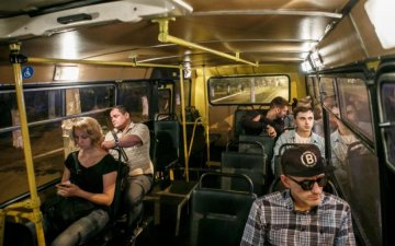 orgii-porno-zalez-v-avtobuse-pod-popu