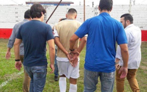 В Бразилии футболиста арестовали во время матча