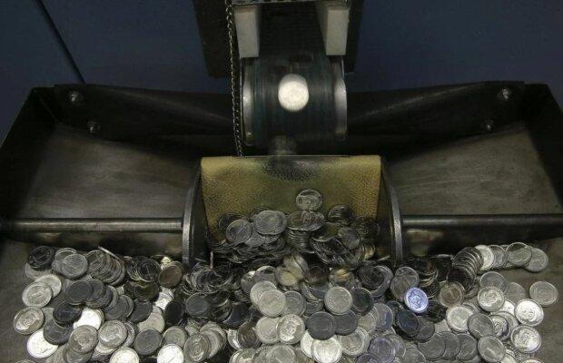 Українські гривні в монетах, скріншот: YouTube