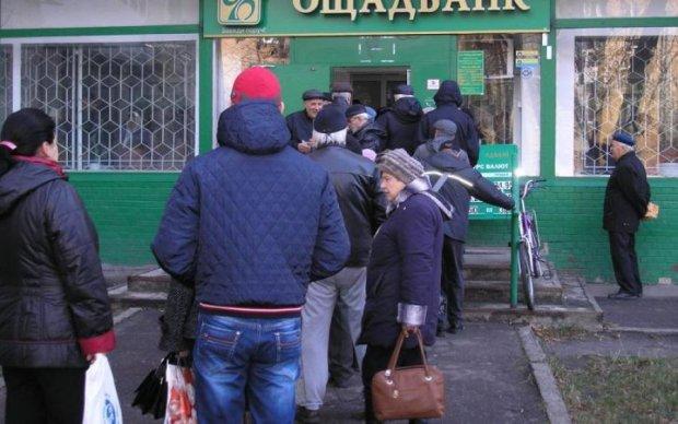 Украинцам рассказали, кто таскал их деньги из Ощадбанка