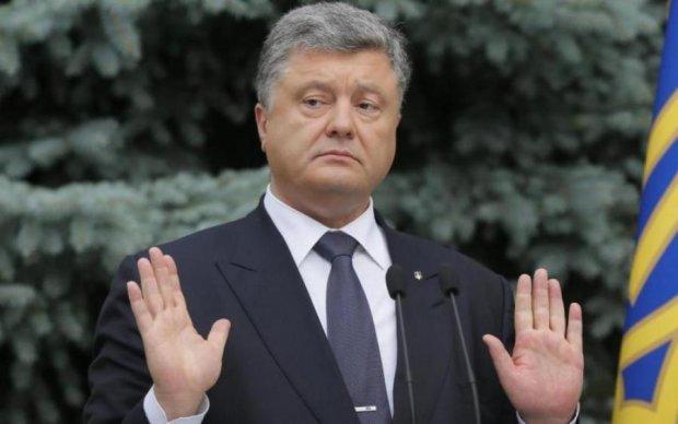 Порошенко показал украинцам декларацию за 2017-й
