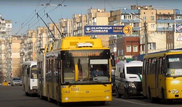 Тролейбус, Київ; скріншот з відео