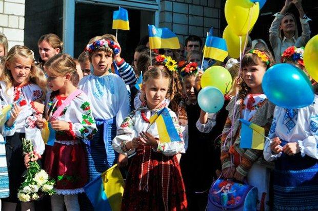 Для украинских школьников ввели новые правила: что надо знать