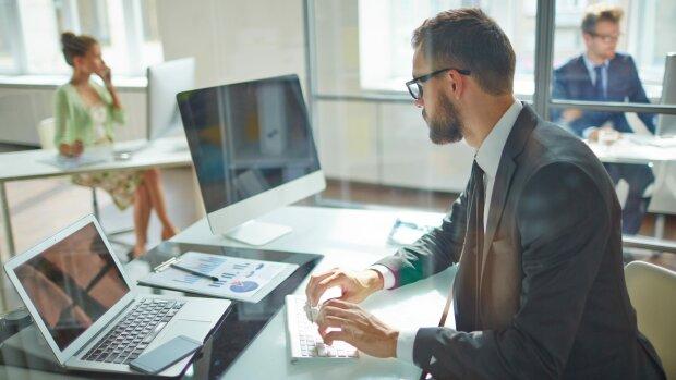 Офісний працівник, фото lexinform
