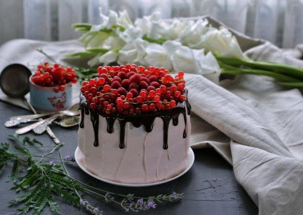 Нежнейший бисквитный торт с кремом: самый быстрый рецепт