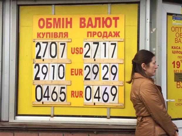 Курс валют на 26 березня: долар і євро опинилися під тиском гривні