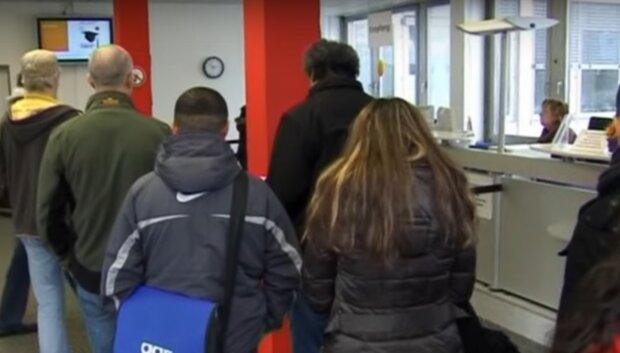 Заробітчани, скріншот з відео
