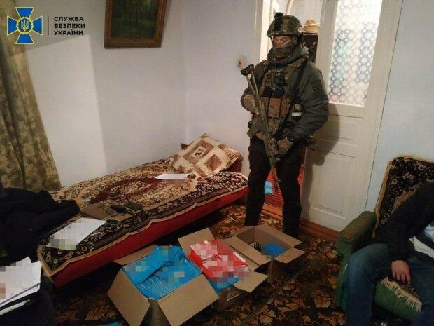"""СБУ викрила масштабну """"ботоферму"""" - підтримували """"ЛДНР"""" і залякували людей"""