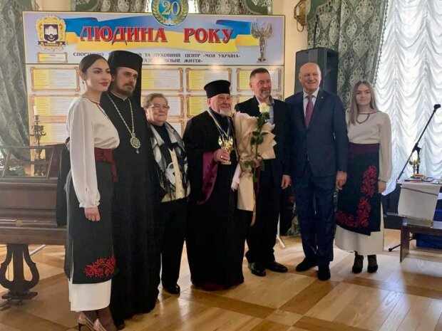 Священник из Тернопольщины стал звездой в рясе: подсказал Бог