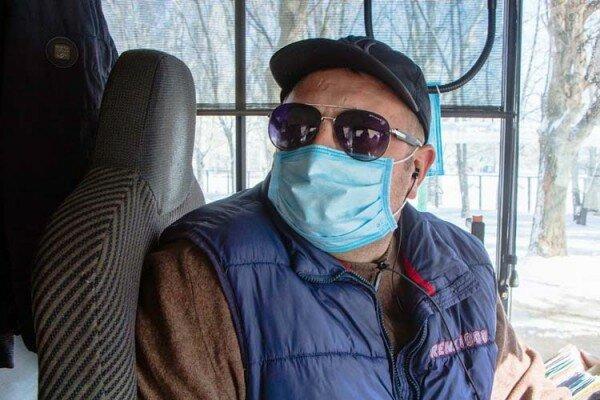 Маршрутки Дніпра дезінфікують люди в масках, - місто атакував небезпечний вірус