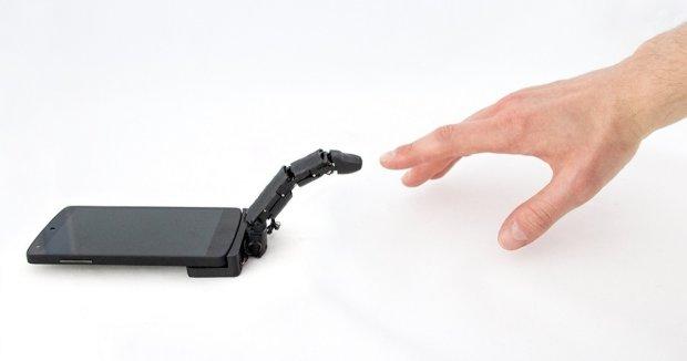 Для владельцев смартфонов создали шестой палец: что это и как работает