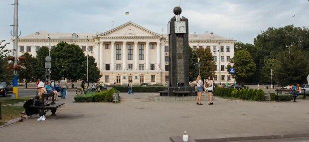 У Запоріжжі знайшли тіло зниклої жінки - осиротила доньку, пірнувши в Дніпро