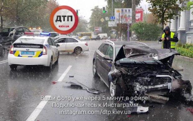 Масштабна ДТП в Києві: в мережі показали страшні наслідки