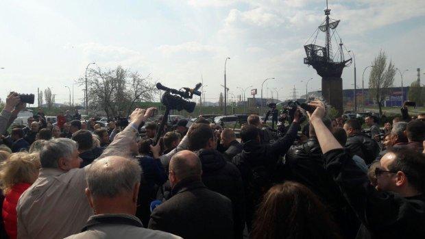 Володимир Зеленський прибув на дільницю для голосування