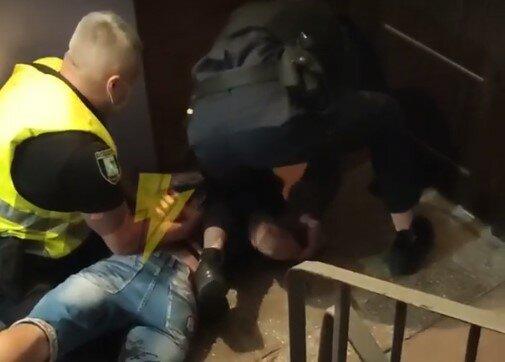 В Харькове псих избил беременную девушку, тещу и таксиста