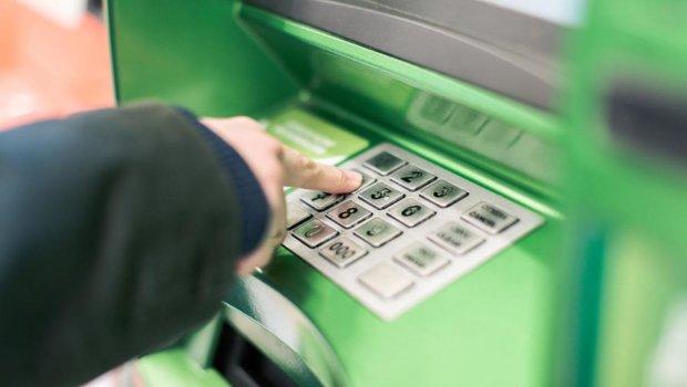 ПриватБанк заблокировал тысячи карт, клиенты в панике