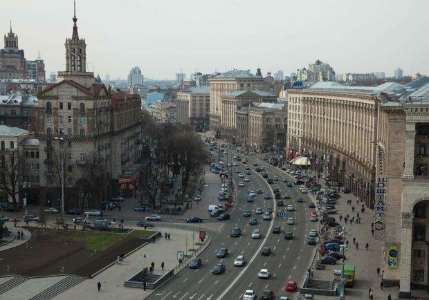 """На Крещатике стеклянный дождь осыпался прямо на киевлян, очевидцы обалдели: """"Жесть"""""""