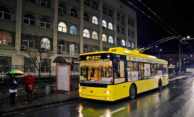 У центрі Києва кардинально змінили рух транспорту і перекрили вулиці: що відбувається