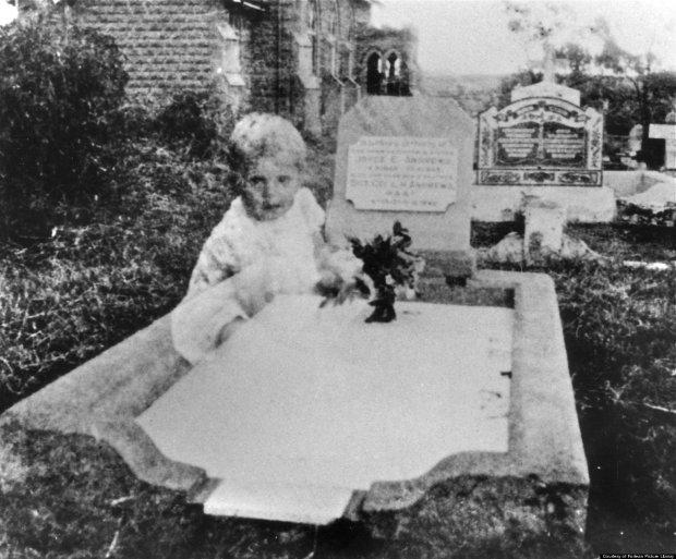 Семье британцев достался дом с привидением ребенка: камеры зафиксировали неизвестное существо
