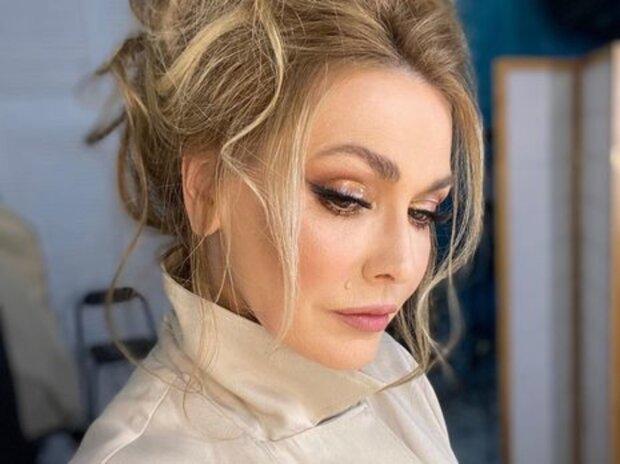 Ольга Сумская спрятала красавчика под платьем: пока Борисюк не видит