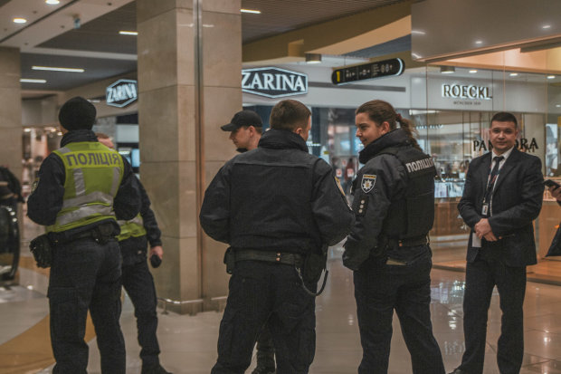 У Києві один за одним евакуюють популярні торгові центри: столиця у паніці