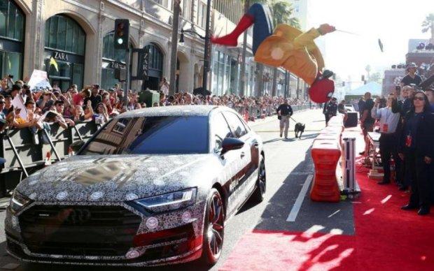 Довгоочікувана Audi A8 засвітилась на червоній доріжці